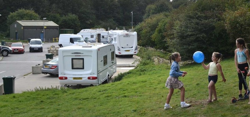 girls plating Traveller site