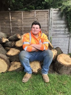 Traveller and landscape gardener Jack Brennan supporting key workers by doing their garden for free!