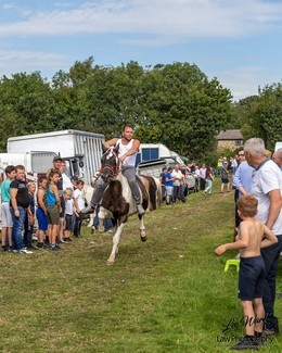 The sun shines down on Lee Gap Fair - photo's by Lee Ward at Law Photo