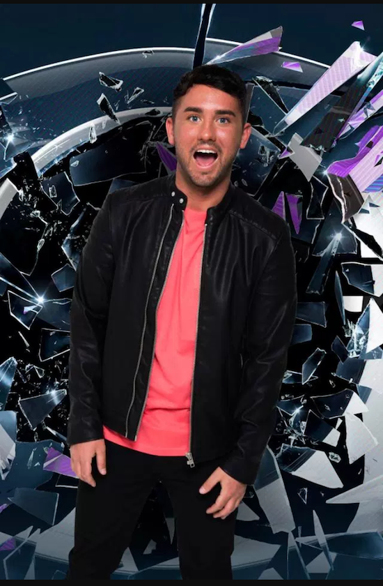 Hughie Maughan credit Hughie Maughan (550px * 840px)